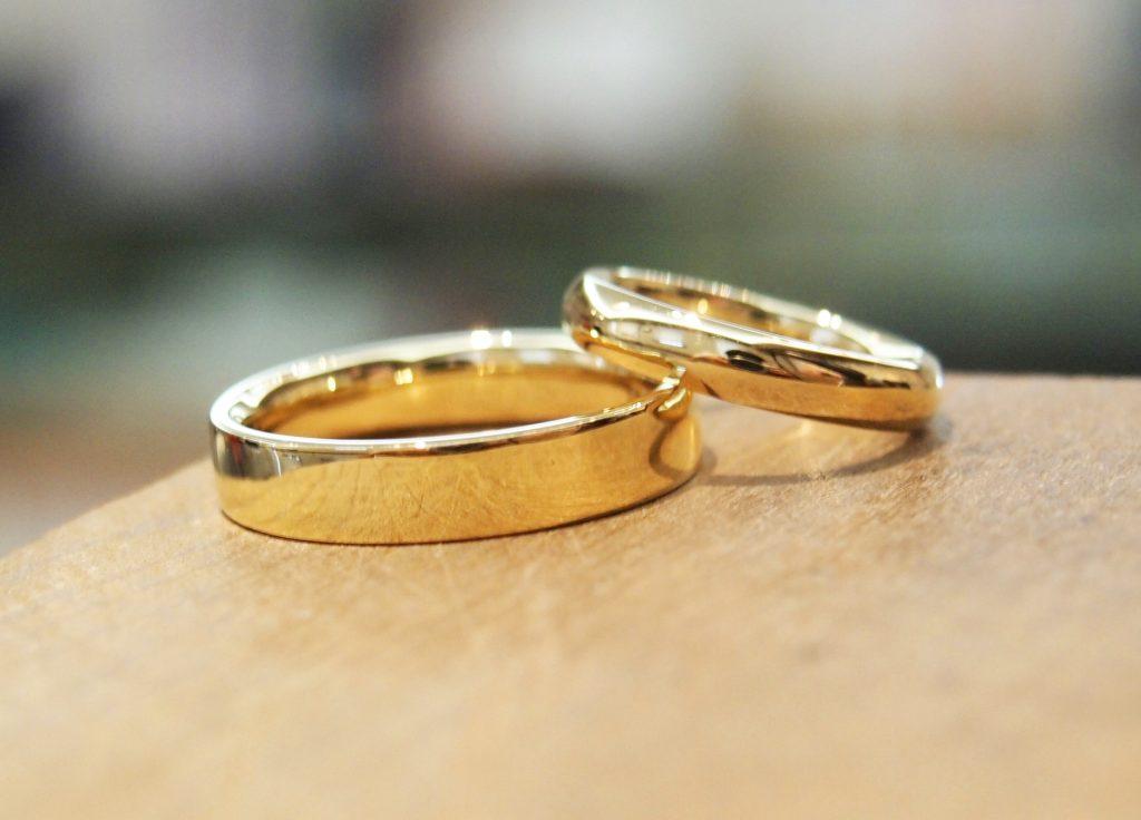 イエローゴールドの手作り結婚指輪