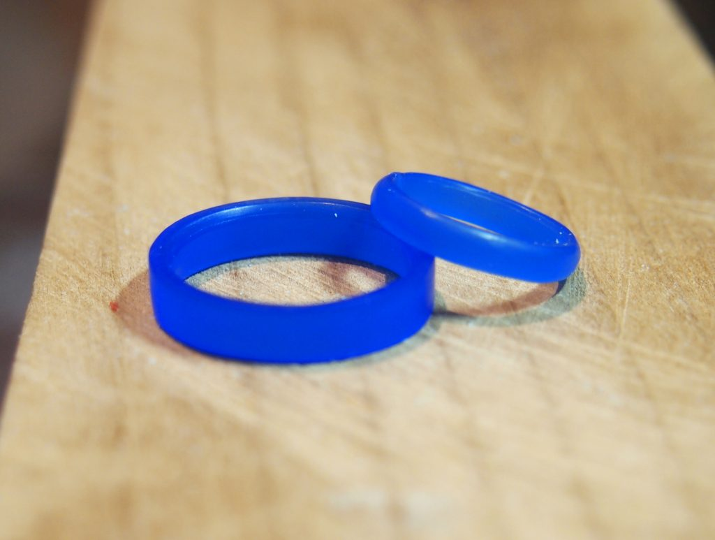 ワックスを削って指輪原型を作成