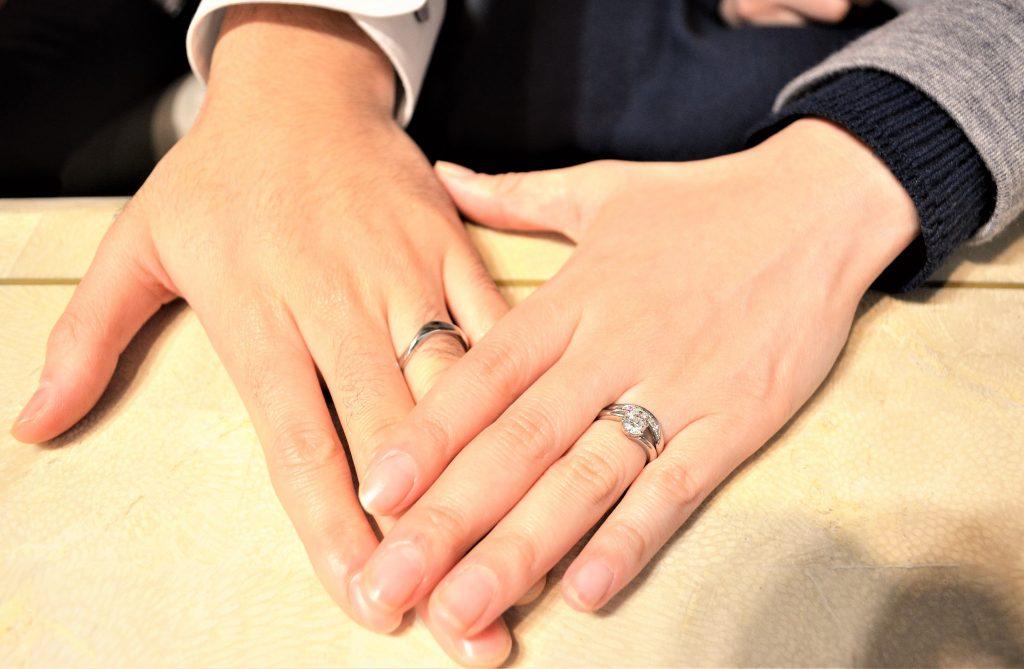 出来上がった指輪を手につけて